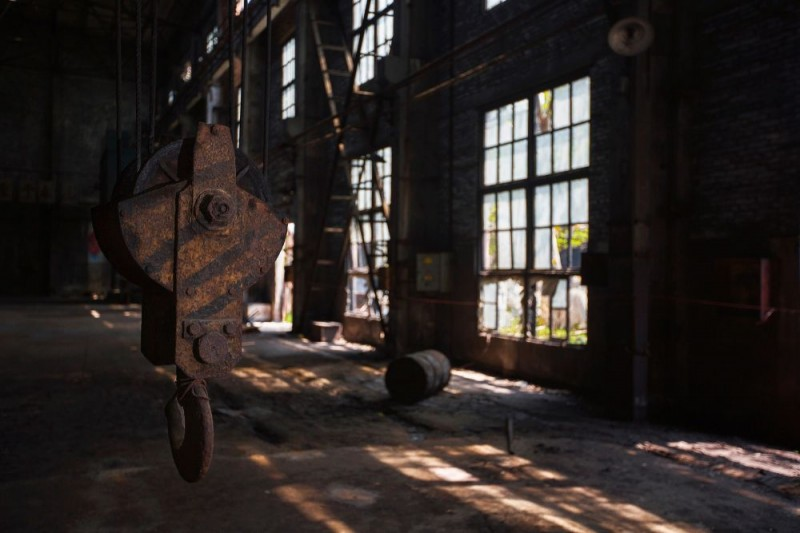 老厂房修缮前,许多设备已经年久失修。